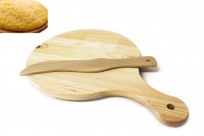 Wooden chopping board for polenta with knife