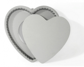 Heart cake pan with non-stick opening bottom