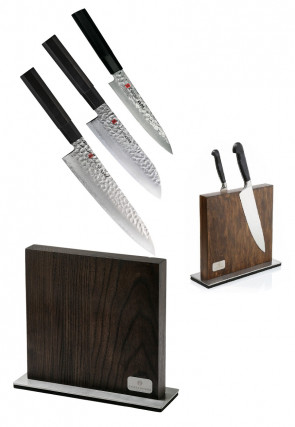 Block complete with 3 Damascus Kuro Series knives by Kasumi