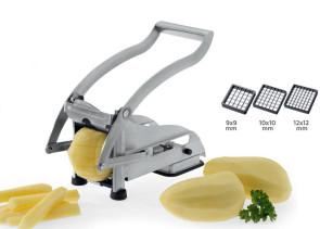 Couper les pommes de terre en bâtonnets pour les frites