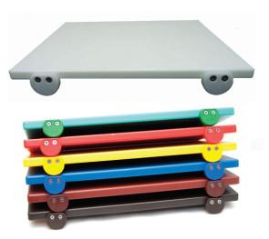 Planche à découper avec attaches en polyéthylène 53x32.5 cm. (blanc, rouge, vert, jaune, bleu)